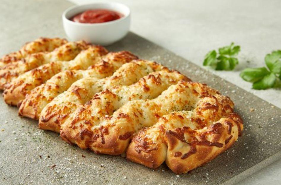 جربتو الخبز بالثوم من بيتزاهت تعالو اعطيكم طريقتكم بالصورر